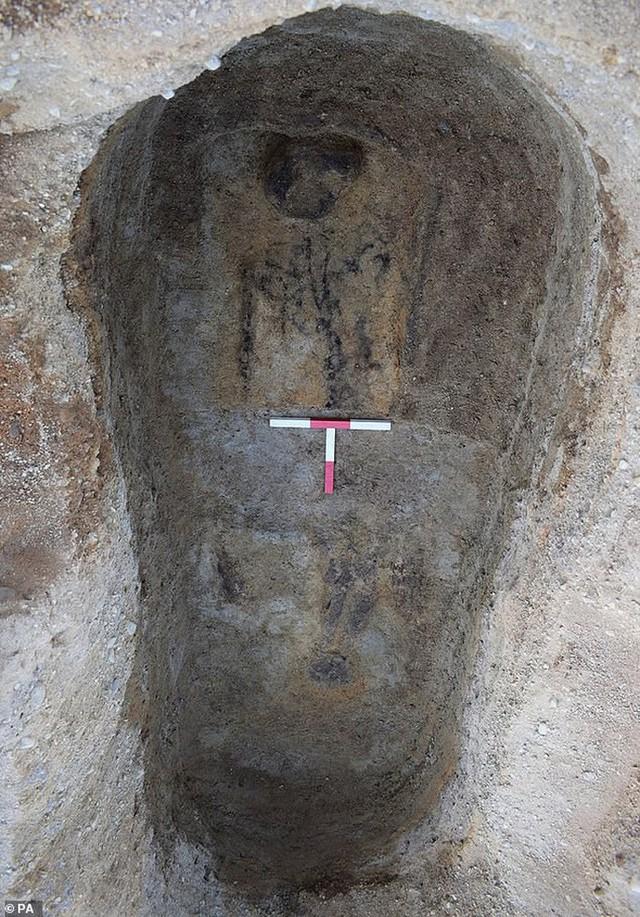 Phát hiện rùng rợn về ngôi mộ của hồn ma 1.400 tuổi - Ảnh 2.