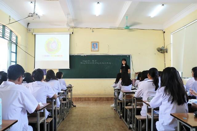 Bắt học sinh chép phạt là trái quy định nhưng sao khó bỏ? - Ảnh 3.