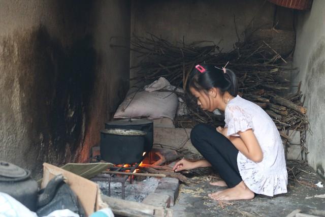 Xót thương gia cảnh ông bà nội ngoài 70 tuổi nuôi 4 cháu mồ côi ở Kiến Thụy (Hải Phòng) - Ảnh 2.