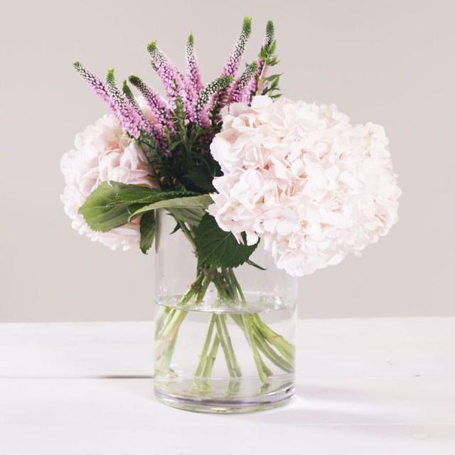 3 mẹo cắm hoa đơn giản ai cũng có thể thực hiện giúp căn nhà bừng sáng - Ảnh 5.