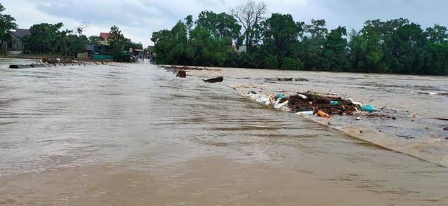 Lụt cục bộ, nhiều trường học tại Hà Tĩnh có nguy cơ không thể khai giảng - Ảnh 2.
