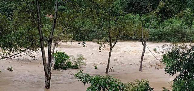 Lụt cục bộ, nhiều trường học tại Hà Tĩnh có nguy cơ không thể khai giảng - Ảnh 3.