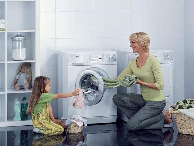Luôn đóng cửa máy giặt sau khi giặt xong để tránh bụi, sai lầm tai hại đến khi nhận ra thì đã quá muộn - Ảnh 1.
