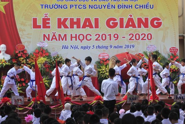 Khai giảng ấm áp của những học sinh khiếm thị trường PTCS Nguyễn Đình Chiểu - Ảnh 13.