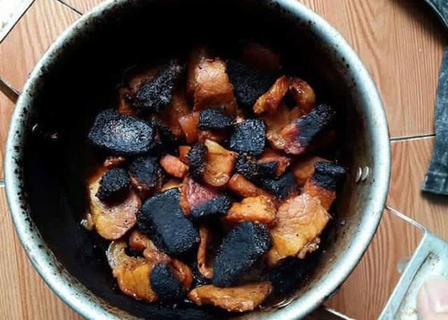 Khử mùi cháy thức ăn  khét lẹt trong bếp, mẹo nhỏ làm rất đơn giản nhưng không phải ai cũng biết - Ảnh 1.
