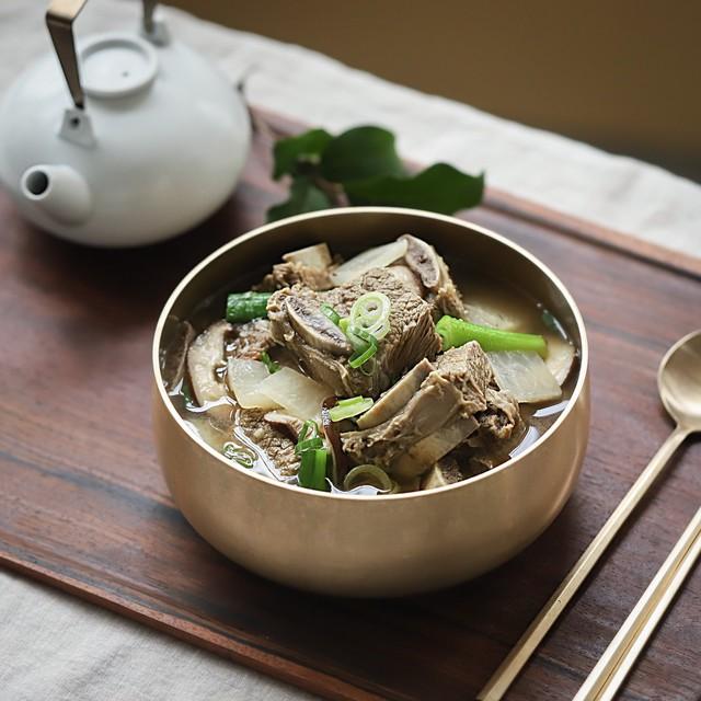 Học người Hàn cách nấu canh sườn ngọt thơm lạ miệng, ăn là thích ngay - Ảnh 5.