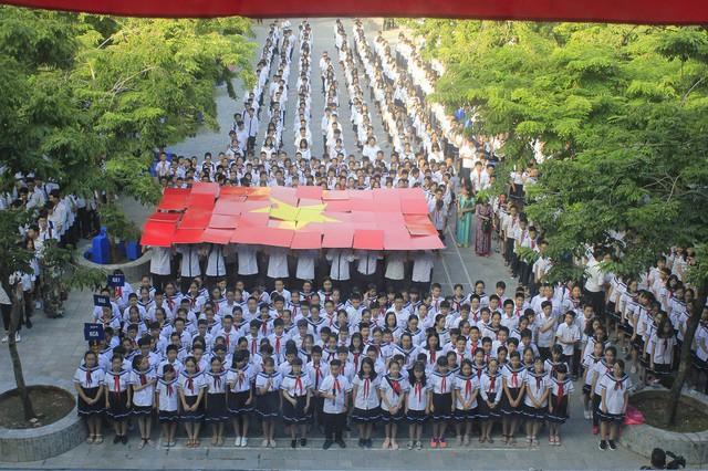 Sáng nay, học sinh cả nước  khai giảng năm học mới - Ảnh 1.