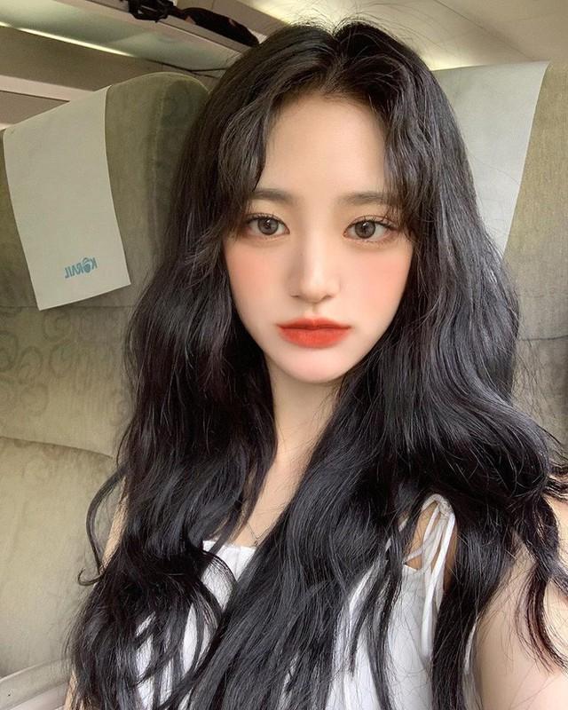 Để có tóc phồng như gái Hàn, bạn chẳng cần ra tiệm mà có thể tự làm, chỉ cần lược và máy sấy - Ảnh 4.