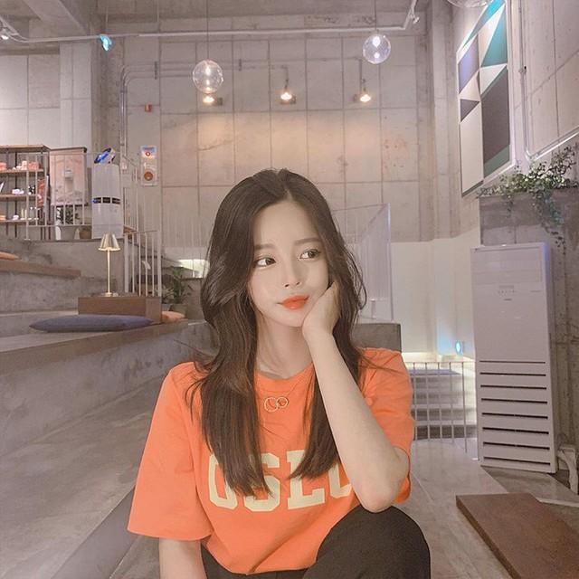 Để có tóc phồng như gái Hàn, bạn chẳng cần ra tiệm mà có thể tự làm, chỉ cần lược và máy sấy - Ảnh 5.