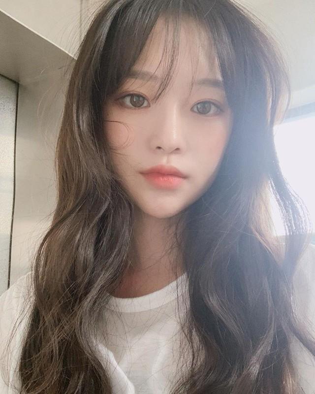 Để có tóc phồng như gái Hàn, bạn chẳng cần ra tiệm mà có thể tự làm, chỉ cần lược và máy sấy - Ảnh 6.