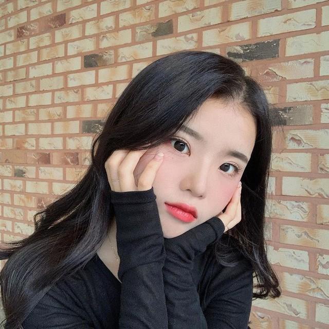 Để có tóc phồng như gái Hàn, bạn chẳng cần ra tiệm mà có thể tự làm, chỉ cần lược và máy sấy - Ảnh 7.