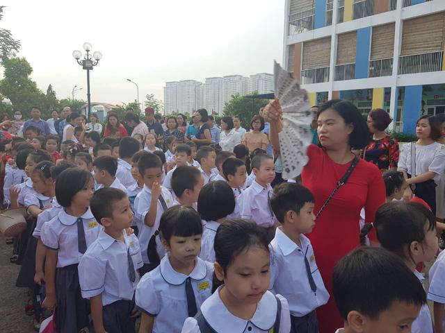 Trường tiểu học Lê Quý Đôn (Hà Đông, Hà Nội) hân hoan chào đón 460 sinh viên đại học chữ to - Ảnh 4.