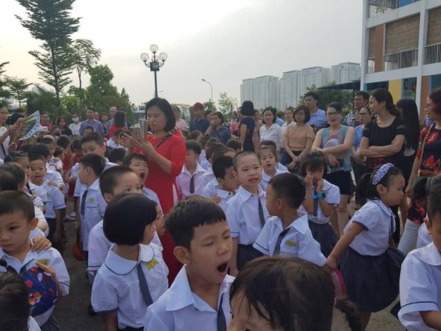 Trường tiểu học Lê Quý Đôn (Hà Đông, Hà Nội) hân hoan chào đón 460 sinh viên đại học chữ to - Ảnh 3.