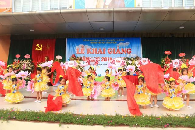 Những màn biểu diễn đặc sắc của các em học sinh Thủ đô trong ngày khai giảng năm học 2019 - Ảnh 8.