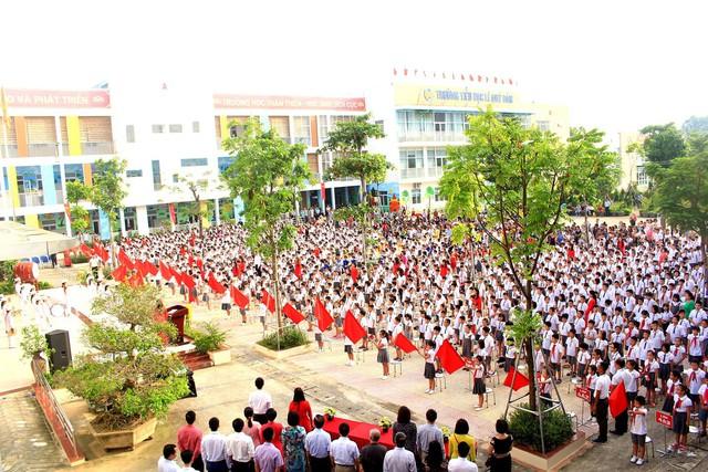 Trường tiểu học Lê Quý Đôn (Hà Đông, Hà Nội) hân hoan chào đón 460 sinh viên đại học chữ to - Ảnh 1.