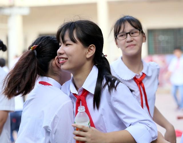 Xúc động học sinh hát Quốc ca bằng tay trong lễ khai giảng tại ngôi trường đặc biệt nhất Hà Nội - Ảnh 15.