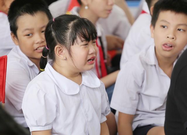 Những khoảnh khắc vô cùng đáng yêu của các bé học sinh trong ngày khai giảng năm học mới - Ảnh 4.