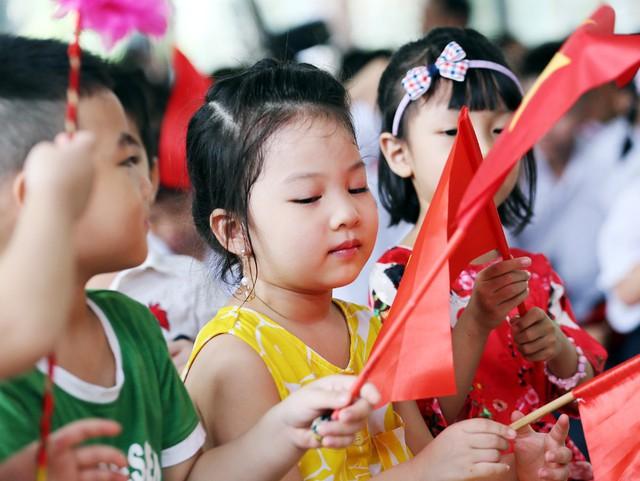 Những khoảnh khắc vô cùng đáng yêu của các bé học sinh trong ngày khai giảng năm học mới - Ảnh 8.