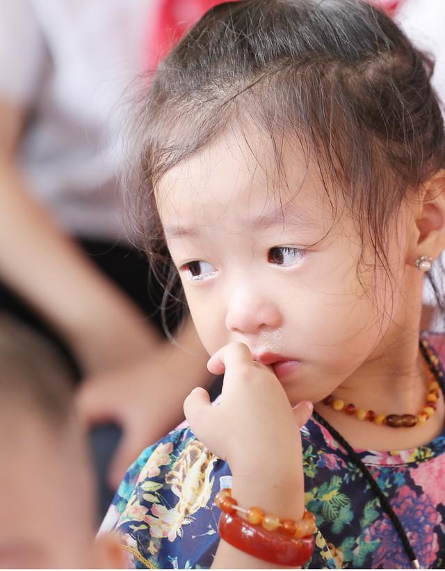 Những khoảnh khắc vô cùng đáng yêu của các bé học sinh trong ngày khai giảng năm học mới - Ảnh 5.