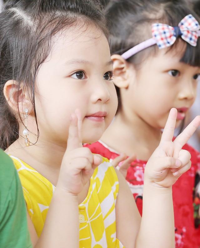 Những khoảnh khắc vô cùng đáng yêu của các bé học sinh trong ngày khai giảng năm học mới - Ảnh 7.