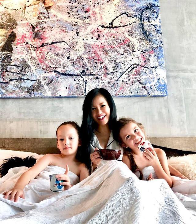 Hậu ly hôn, diva Hồng Nhung chứng tỏ cuộc sống mẹ đơn thân tuyệt vời không cần đến đàn ông - Ảnh 1.