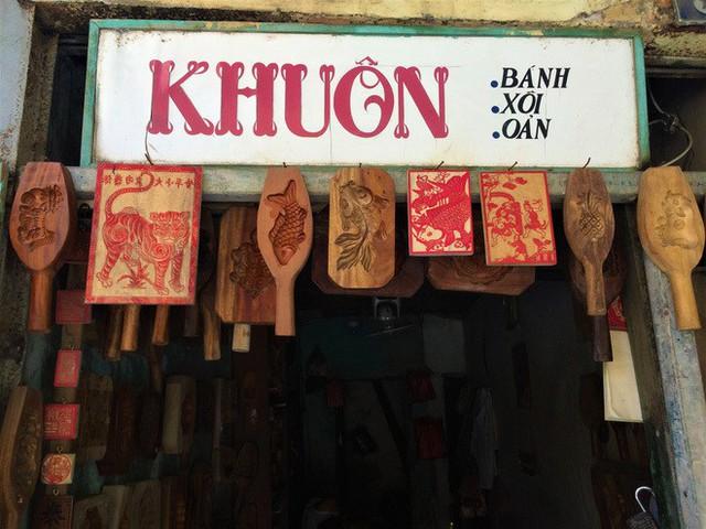 Bảng hiệu kiệm lời và chuyện kinh doanh lạ của ông chủ phố cổ Hà Nội - Ảnh 2.
