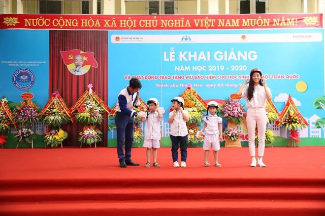 Honda Việt Nam trao tặng Mũ bảo hiểm cho học sinh lớp Một toàn quốc năm học 2019 – 2020 - Ảnh 2.