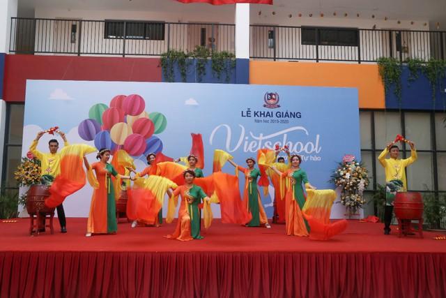 Những màn biểu diễn đặc sắc của các em học sinh Thủ đô trong ngày khai giảng năm học 2019 - Ảnh 13.
