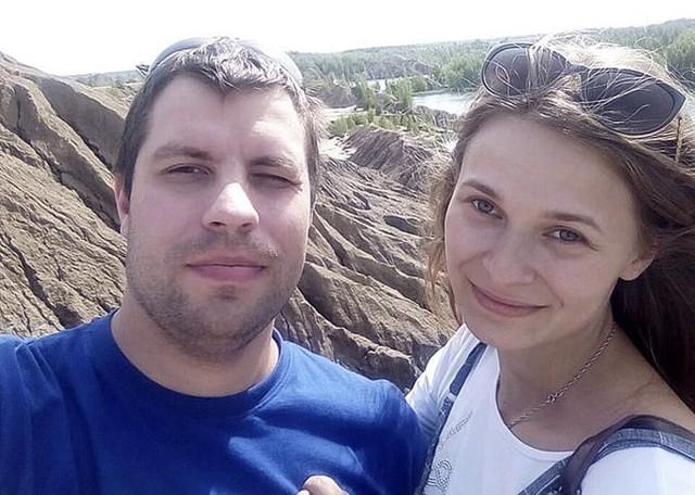 Khoảnh khắc rơi nước mắt: Con gái đoàn tụ với bố mẹ sau 20 năm bị lạc - Ảnh 3.