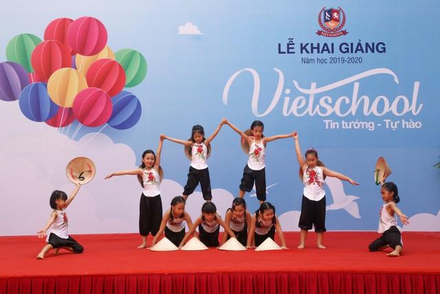 Những màn biểu diễn đặc sắc của các em học sinh Thủ đô trong ngày khai giảng năm học 2019 - Ảnh 3.