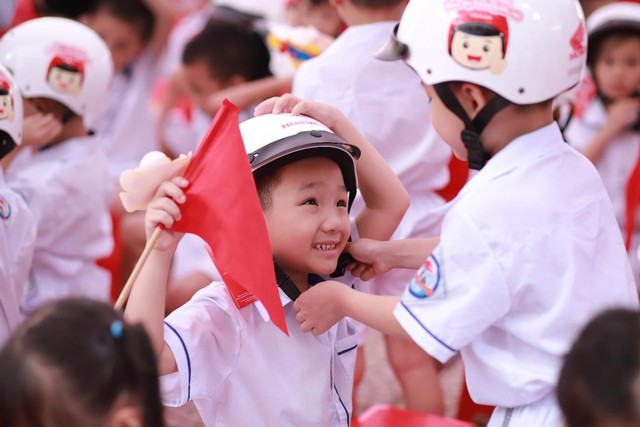 Honda Việt Nam trao tặng Mũ bảo hiểm cho học sinh lớp Một toàn quốc năm học 2019 – 2020 - Ảnh 4.