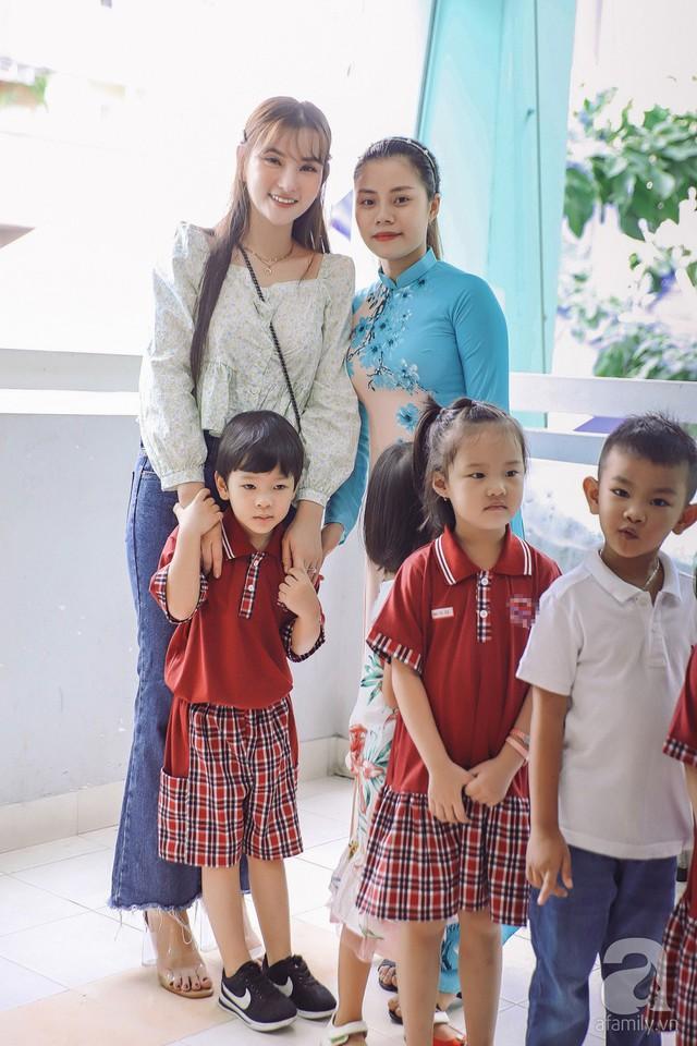 Thu Thủy cùng chồng kém 10 tuổi hào hứng đưa bé Henry tới trường trong ngày khai giảng năm học mới, bỏ qua loạt ồn ào không đáng có - Ảnh 9.