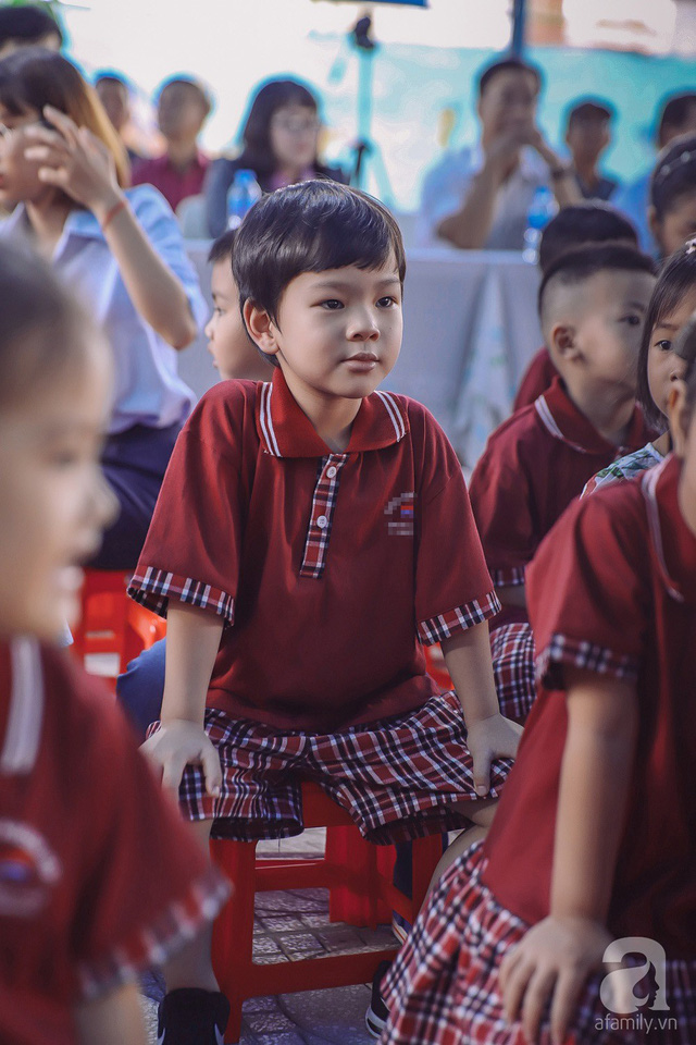 Thu Thủy cùng chồng kém 10 tuổi hào hứng đưa bé Henry tới trường trong ngày khai giảng năm học mới, bỏ qua loạt ồn ào không đáng có - Ảnh 10.