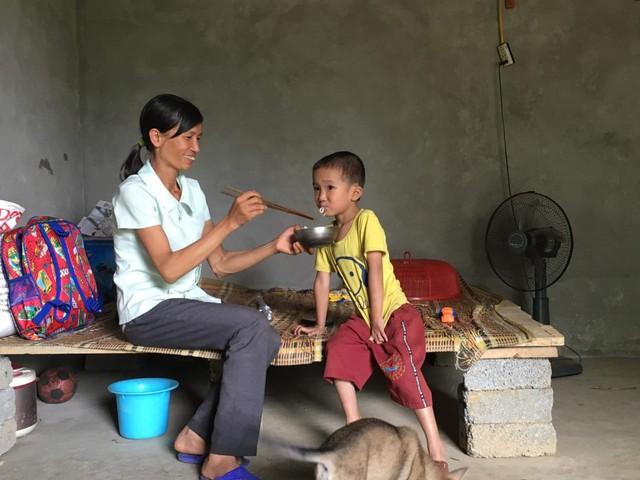 Mồ côi bố, nhà quá nghèo, bé trai mắc bệnh tim sống lay lắt vì không có tiền điều trị - Ảnh 4.