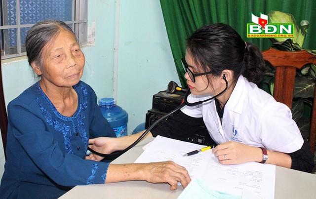 Đắk Nông: Đẩy mạnh chăm sóc sức khỏe người cao tuổi dựa vào cộng đồng - Ảnh 1.