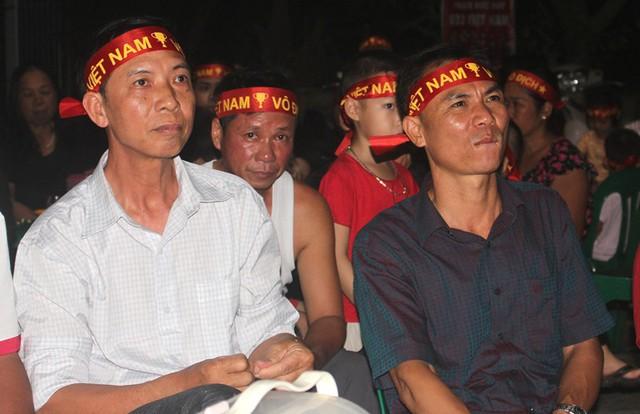 Người dân quê tiếc nuối khi tuyển Việt Nam hòa Thái Lan - Ảnh 12.