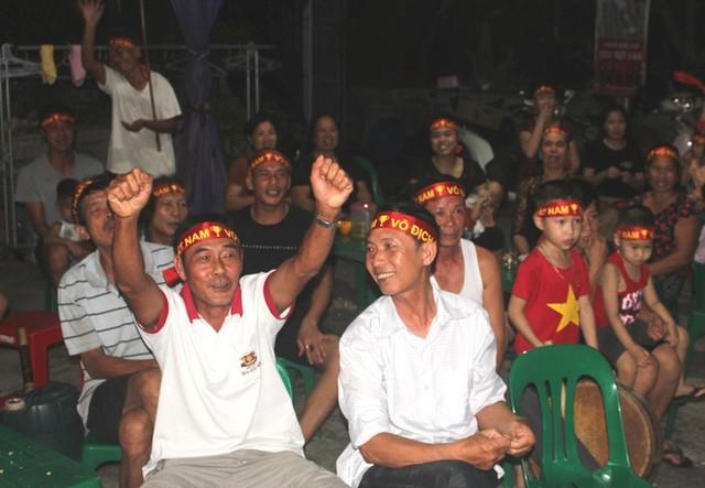 Người dân quê tiếc nuối khi tuyển Việt Nam hòa Thái Lan - Ảnh 16.