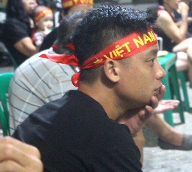 Người dân quê tiếc nuối khi tuyển Việt Nam hòa Thái Lan - Ảnh 10.