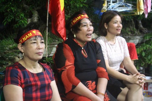 Người dân quê tiếc nuối khi tuyển Việt Nam hòa Thái Lan - Ảnh 15.