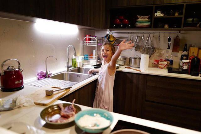 Khoe con gái xinh làm bếp trưởng nhưng Hồng Nhung tiếc đứt ruột vì quên mất một điều  - Ảnh 2.