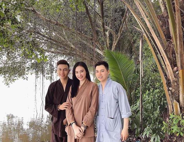 Sau thời gian ở ẩn, tích cực tham gia nhiều khóa tu và dự án từ thiện, Angela Phương Trinh bất ngờ trở lại khoe thân hình nóng bỏng  - Ảnh 2.