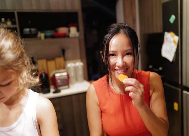 Khoe con gái xinh làm bếp trưởng nhưng Hồng Nhung tiếc đứt ruột vì quên mất một điều  - Ảnh 3.