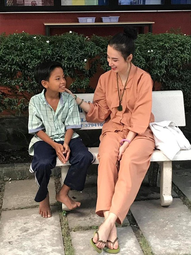 Sau thời gian ở ẩn, tích cực tham gia nhiều khóa tu và dự án từ thiện, Angela Phương Trinh bất ngờ trở lại khoe thân hình nóng bỏng  - Ảnh 3.