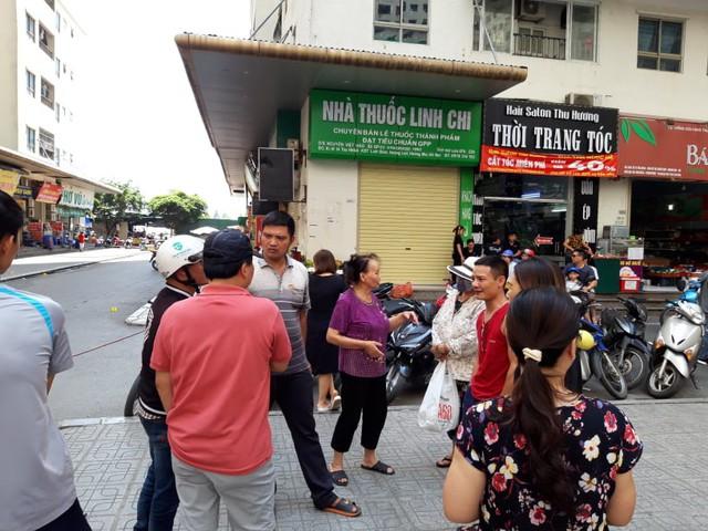 Khám nghiệm hiện trường vụ nổ tại quán trà đá chung cư HH Linh Đàm - Ảnh 4.