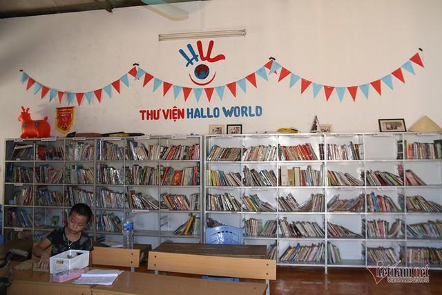 Chàng shipper bỏ tiền túi, xây thư viện hàng nghìn cuốn cho học sinh nghèo - Ảnh 3.