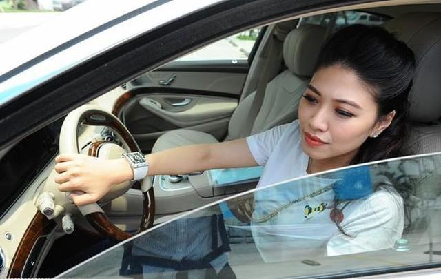 BTV Ngọc Trinh lên tiếng trước tin đồn sở hữu loạt xe sang cả chục tỷ đồng - Ảnh 9.
