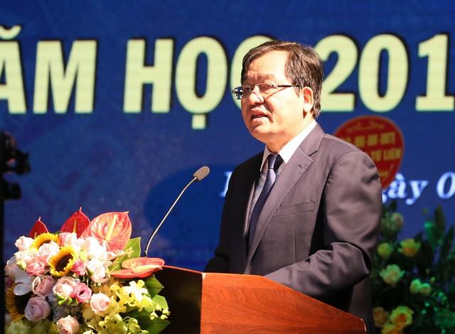 Bộ trưởng Trần Tuấn Anh bất ngờ xuất khẩu thành thơ sau khi nghe ca sĩ Anh Thơ hát - Ảnh 2.