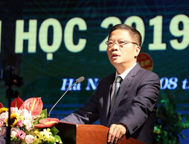Bộ trưởng Trần Tuấn Anh bất ngờ xuất khẩu thành thơ sau khi nghe ca sĩ Anh Thơ hát - Ảnh 3.