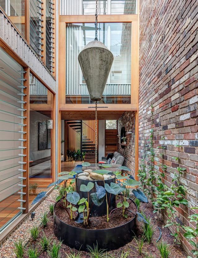 Ngôi nhà phố được thiết kế để giảm thiểu chi phí sinh hoạt, còn trồng rau nuôi gà ngay trong nhà nhưng vẫn sạch sẽ - Ảnh 11.