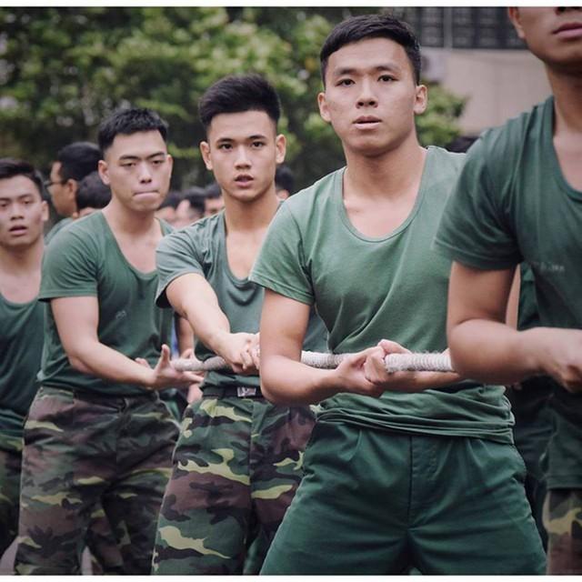 """Hotboy 9X trường quân sự """"siêu cấp đẹp trai"""" nhiều tài lẻ - Ảnh 13."""